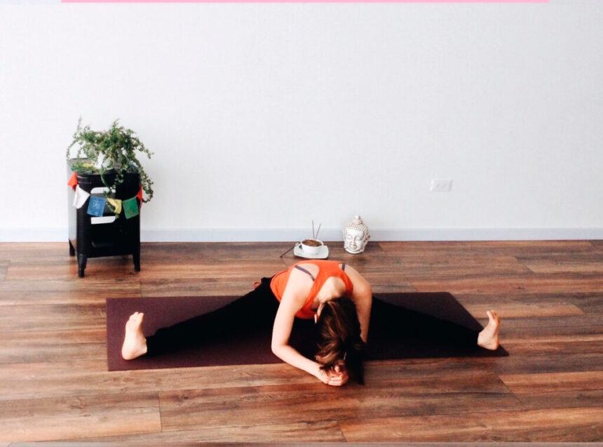 3 posturas de yoga para aliviar los cólicos menstruales