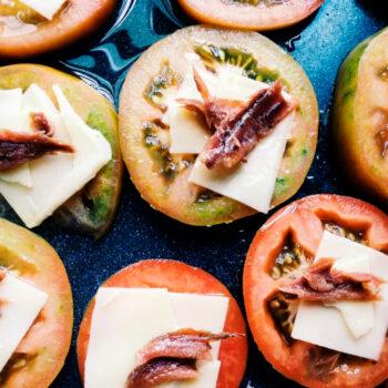 Entrada tomates horneados