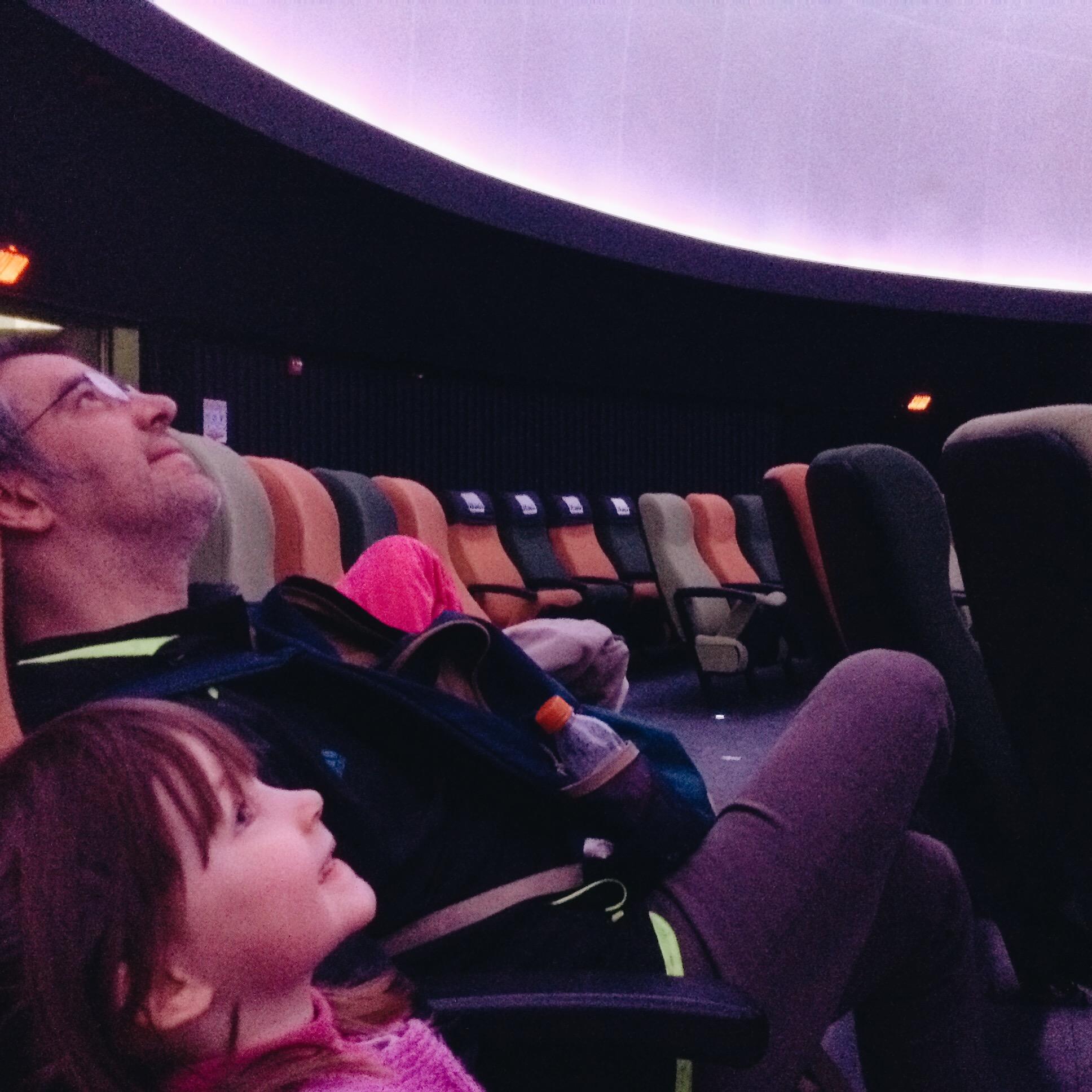 Listos para la proyección en el Planetario