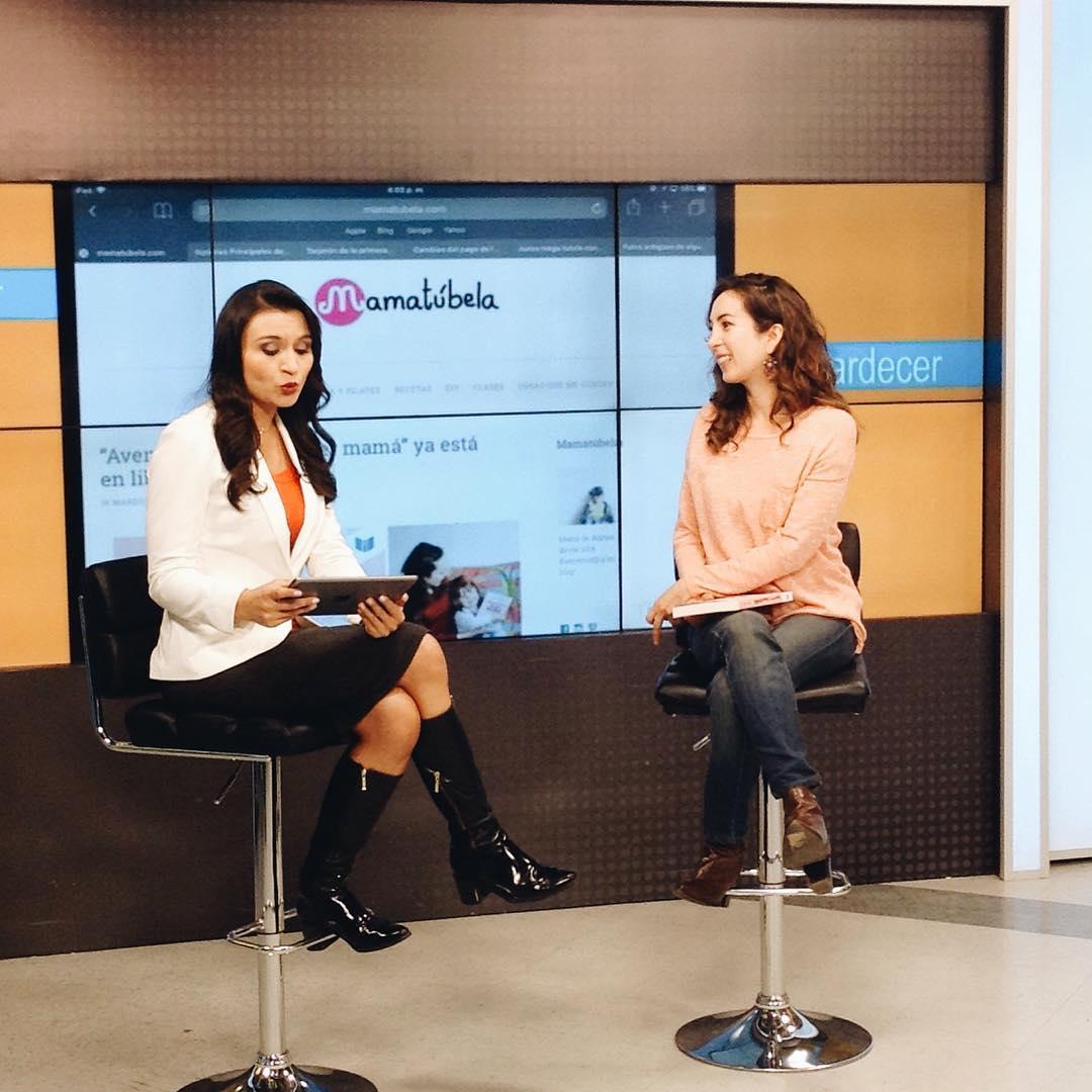 Presentando mi libro en el canal CityTv